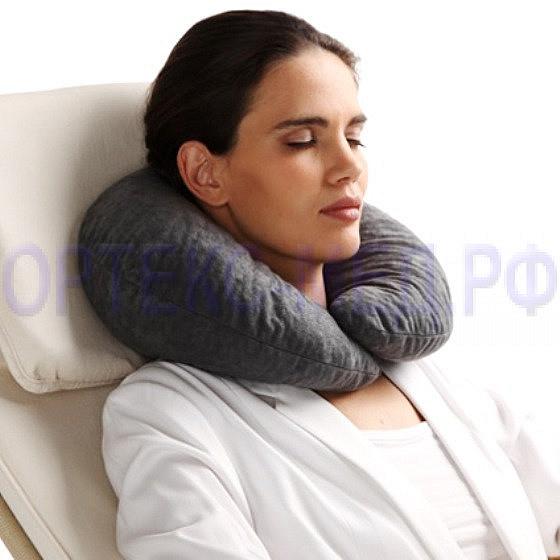 Ортопедическая подушка-воротник для путешествий